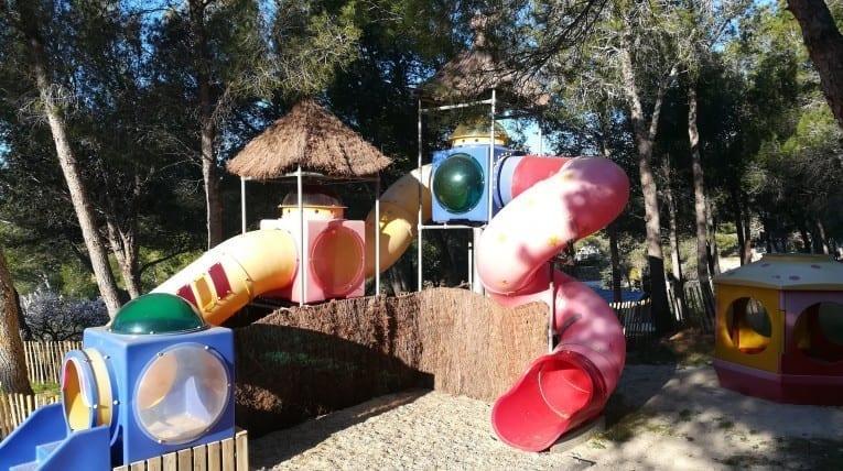Aires de jeux pour enfants - Le bois de pins - Salses-le-chateau 66